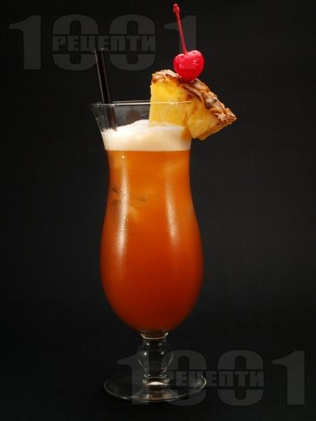 Коктейл Ямайски залез с тъмен ром (капитан Морган), сок от портокал и ананас - снимка на рецептата